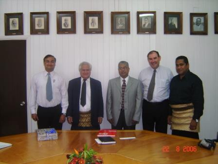 with-prime-minister-mohan-vivek-patwardhanphil-and-pms-secretary